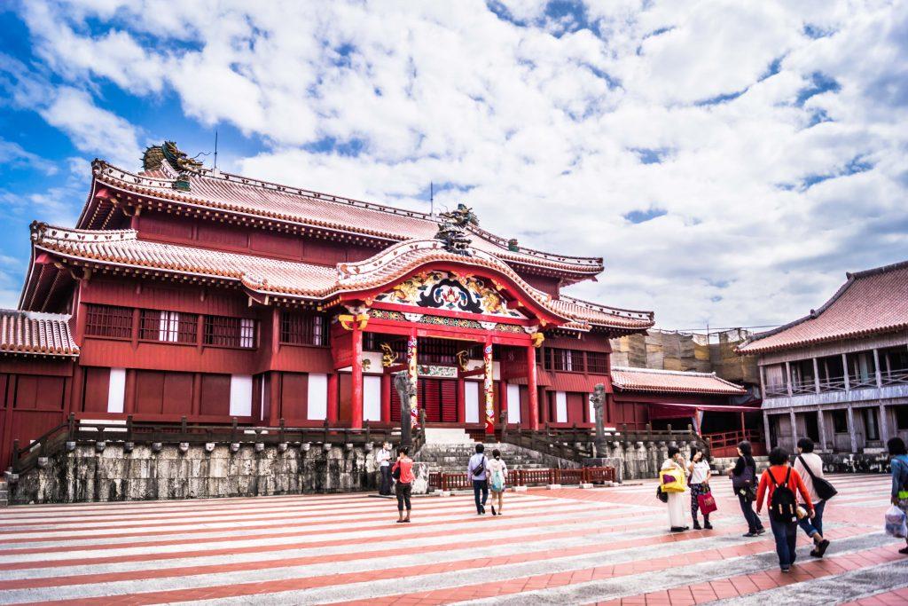 오늘의 이슈 : 오키나와 슈리성(首里城) 화재, 재건 기원하는 기두(旗頭)